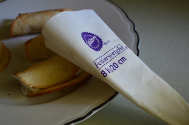 Fill cannoli shell